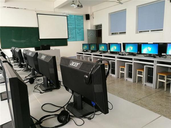 学生多媒体教室